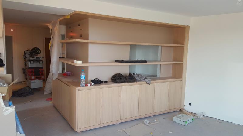 Fabrication sur-mesure d'un aménagement pour séjour en chêne blanchi