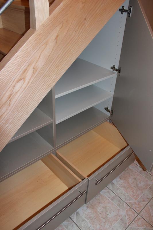 Exemple de réalisation d'aménagement de placards sous escalier