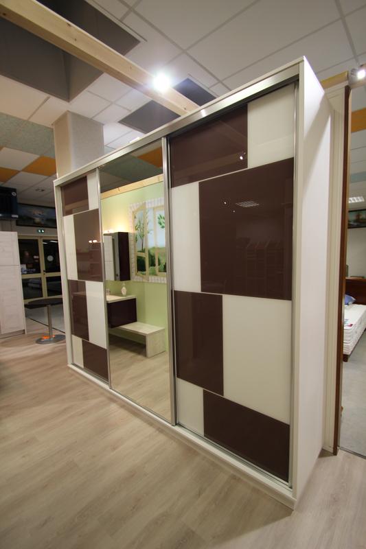 Aménagement mélaminé blanc façade verre laqué + miroir