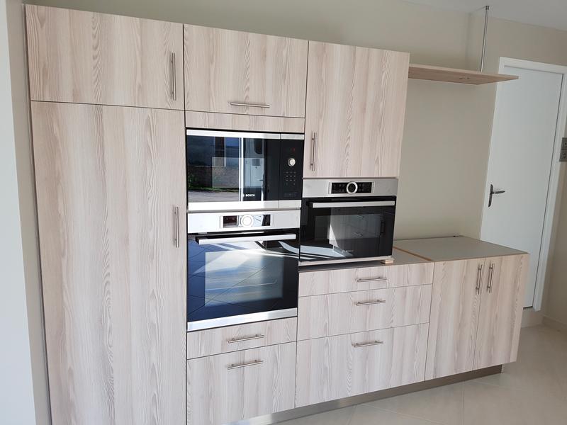 Fabrication et pose de cuisine meubles mélaminés coloris pin Aland 2/2