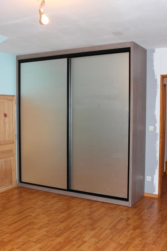 Exemple de façade en verre laqué gris alu