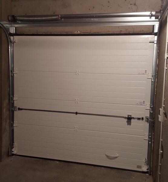Pose d'une porte de garage motorisée