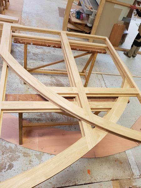Fabrication de menuiseries en bois pour maison troglodyte