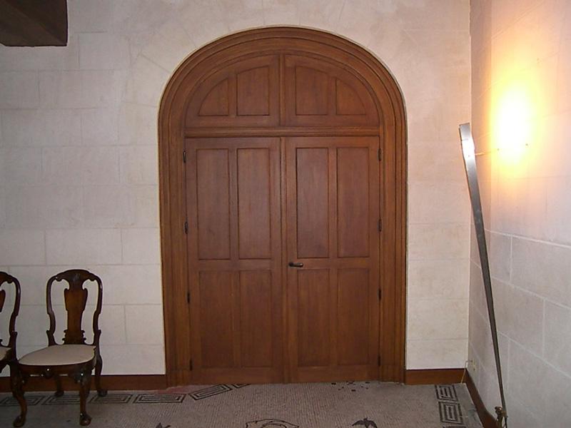 Fabrication sur-mesure d'une porte intérieure en chêne massif