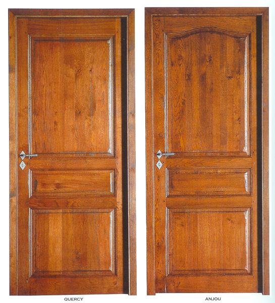 Porte intérieure en chêne massif à panneaux plate-bande
